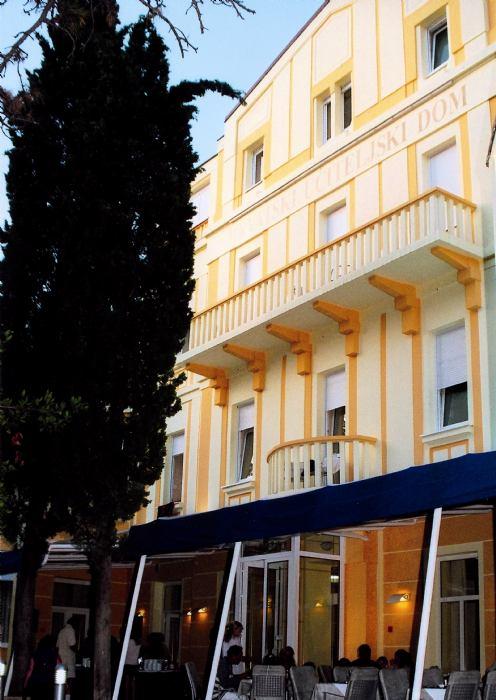 01 HOTEL U CRIKVENICI 01